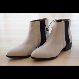 Shoes - Pointed toe Chelsea booties